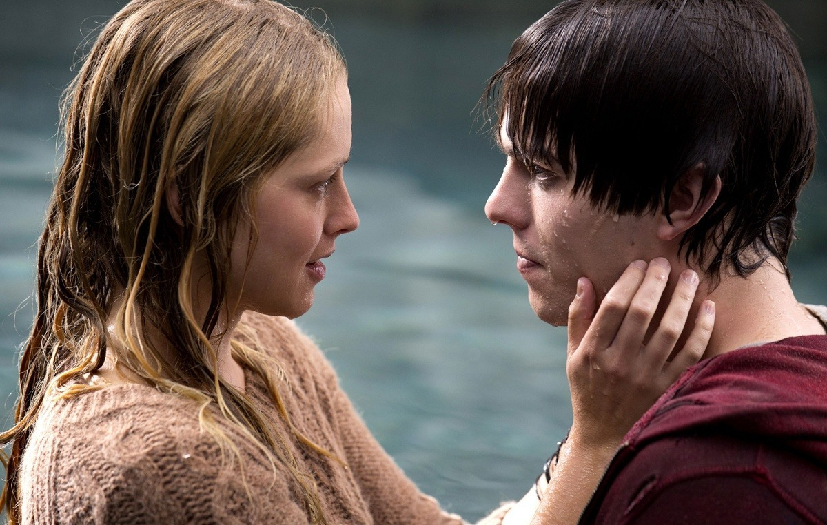 warm bodies In his novel warm bodies (which was adapted into the 2013 rom-com starring nicholas hoult), isaac marion showed us that even zombies are capable of love.